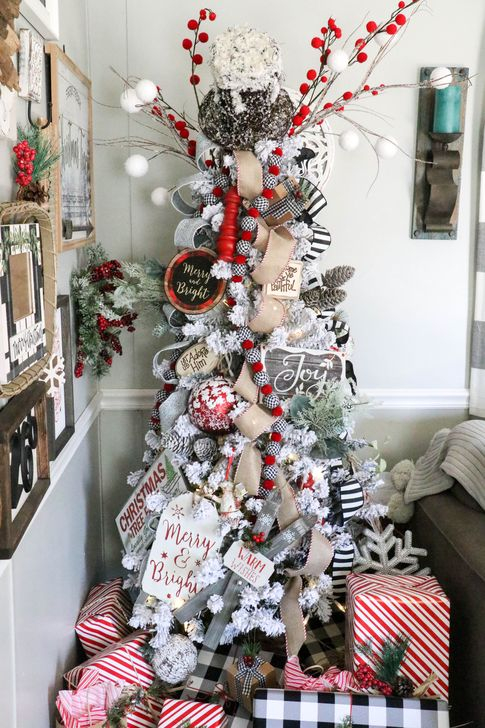 Gorgeous Farmhouse Christmas Tree Decoration Ideas 55