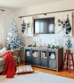 Inspiring Christmas Decoration Ideas For Your Living Room 19