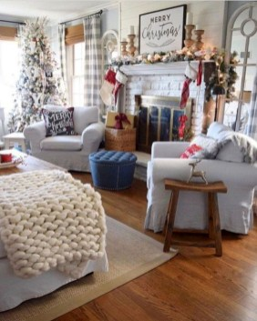 Inspiring Christmas Decoration Ideas For Your Living Room 35