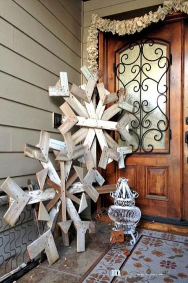 Inspiring Wooden Winter Decoration Ideas 34