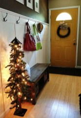 Marvelous Christmas Entryway Decoration Ideas 02