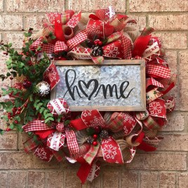 Marvelous Christmas Entryway Decoration Ideas 13