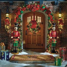 Marvelous Christmas Entryway Decoration Ideas 20