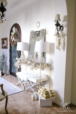 Marvelous Christmas Entryway Decoration Ideas 24