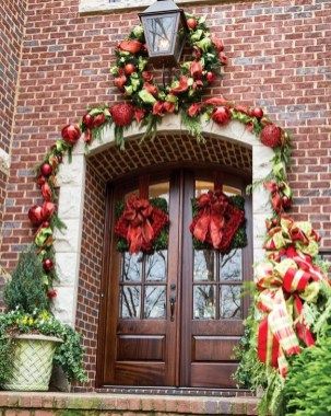 Marvelous Christmas Entryway Decoration Ideas 25