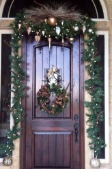 Marvelous Christmas Entryway Decoration Ideas 27