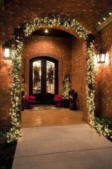 Marvelous Christmas Entryway Decoration Ideas 29