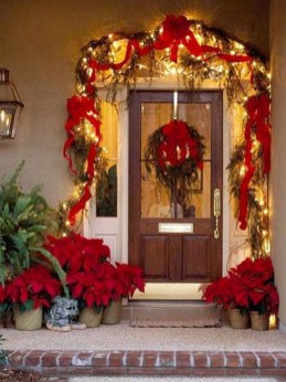 Marvelous Christmas Entryway Decoration Ideas 34