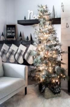 Minimalist Christmas Decoration On A Budget 09