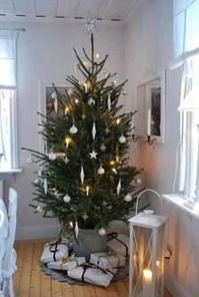 Minimalist Christmas Decoration On A Budget 25