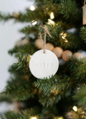 Minimalist Christmas Decoration On A Budget 49