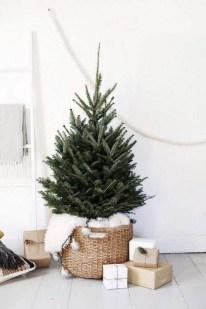Minimalist Christmas Decoration On A Budget 58