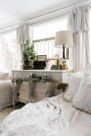 Pretty Christmas Decoration Ideas For Your Bedroom 06