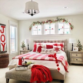 Pretty Christmas Decoration Ideas For Your Bedroom 07