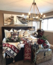Pretty Christmas Decoration Ideas For Your Bedroom 17