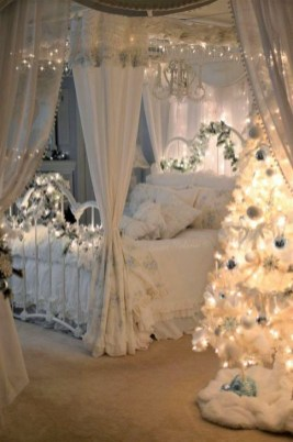 Pretty Christmas Decoration Ideas For Your Bedroom 18
