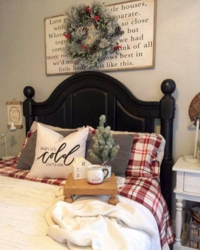 Pretty Christmas Decoration Ideas For Your Bedroom 51