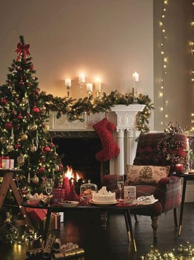 Rustic Farmhouse Christmas Decoration Ideas 19
