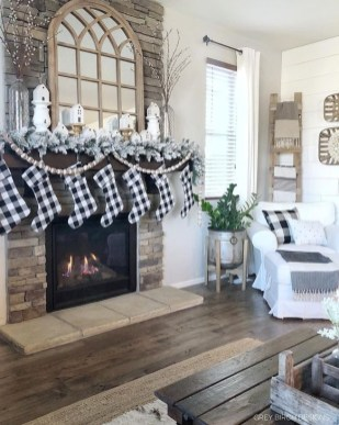 Smart Fireplace Christmas Decoration Ideas 15