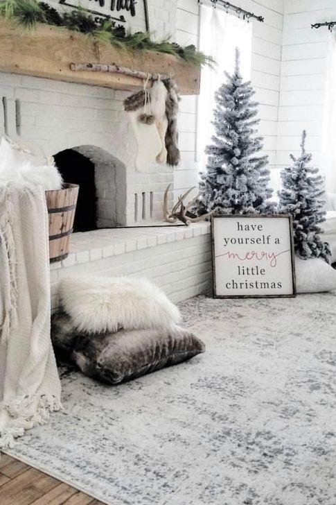 Smart Fireplace Christmas Decoration Ideas 16