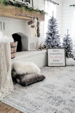 Smart Fireplace Christmas Decoration Ideas 16