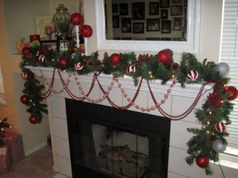 Smart Fireplace Christmas Decoration Ideas 19