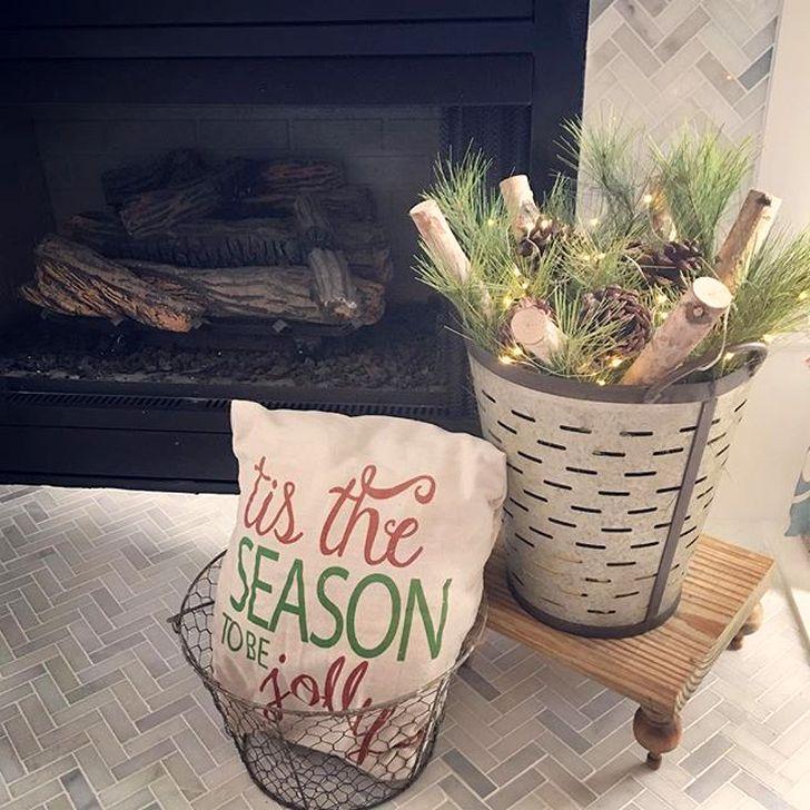 Smart Fireplace Christmas Decoration Ideas 33