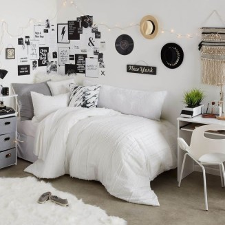 Amazing Decoration Ideas For Small Bedroom 09