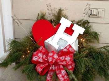 Best Ideas To Decorate Your Porch For Valentines Day 09
