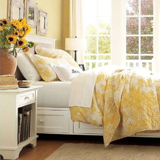 Delightful Yellow Bedroom Decoration And Design Ideas 21