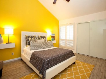 Delightful Yellow Bedroom Decoration And Design Ideas 34
