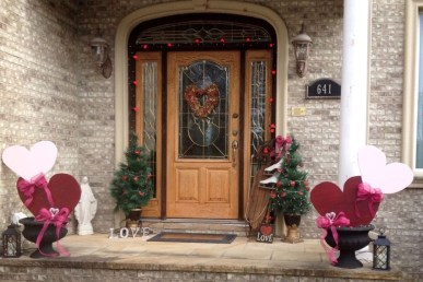 Elegant Front Porch Valentines Day Decor Ideas 05