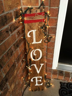Elegant Front Porch Valentines Day Decor Ideas 06