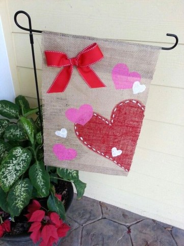 Elegant Front Porch Valentines Day Decor Ideas 15