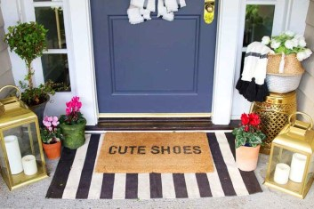 Elegant Front Porch Valentines Day Decor Ideas 19