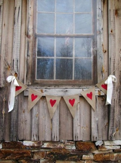 Elegant Front Porch Valentines Day Decor Ideas 23