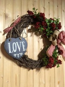 Elegant Front Porch Valentines Day Decor Ideas 25