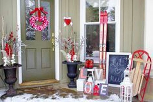 Elegant Front Porch Valentines Day Decor Ideas 39