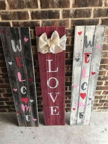 Elegant Front Porch Valentines Day Decor Ideas 42