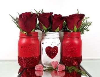 Fabulous Valentines Day Mason Jar Decor Ideas 14