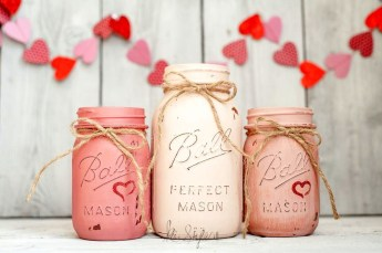 Fabulous Valentines Day Mason Jar Decor Ideas 15