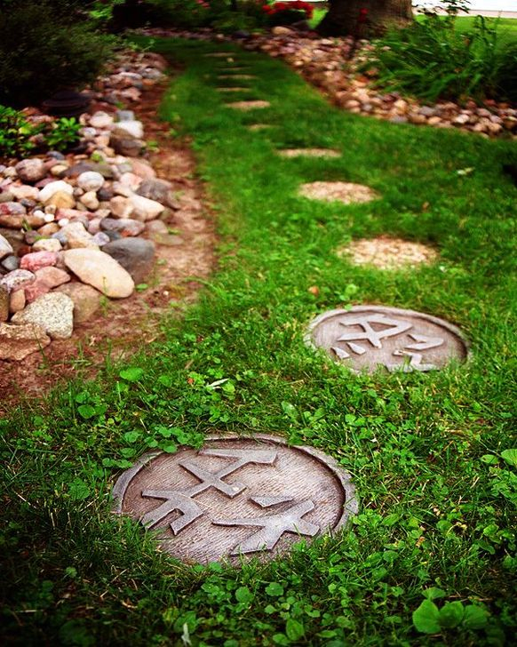 Innovative Stepping Stone Pathway Decor For Your Garden 06