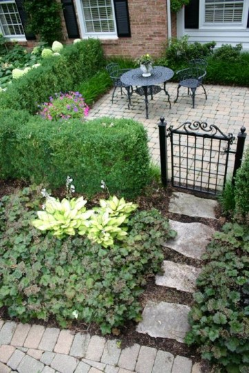 Innovative Stepping Stone Pathway Decor For Your Garden 32