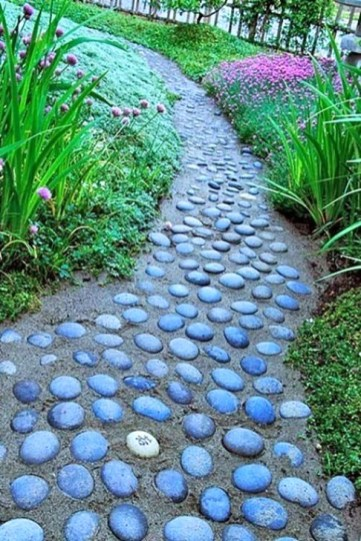 Innovative Stepping Stone Pathway Decor For Your Garden 33