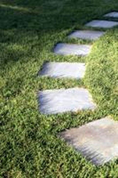 Innovative Stepping Stone Pathway Decor For Your Garden 57