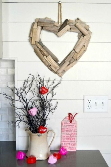 Inspiring Farmhouse Style Valentines Day Decor Ideas 08