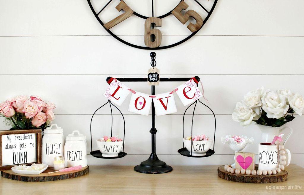 Inspiring Farmhouse Style Valentines Day Decor Ideas 09