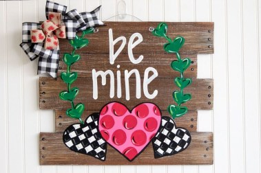 Inspiring Farmhouse Style Valentines Day Decor Ideas 16
