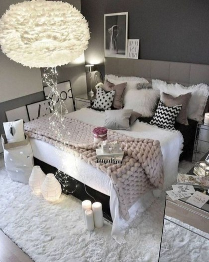 Neutral Winter Decoration Ideas For Your Home 29
