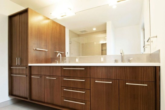 Simple But Modern Bathroom Storage Design Ideas 31